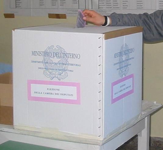 elezioni italia urna scuola